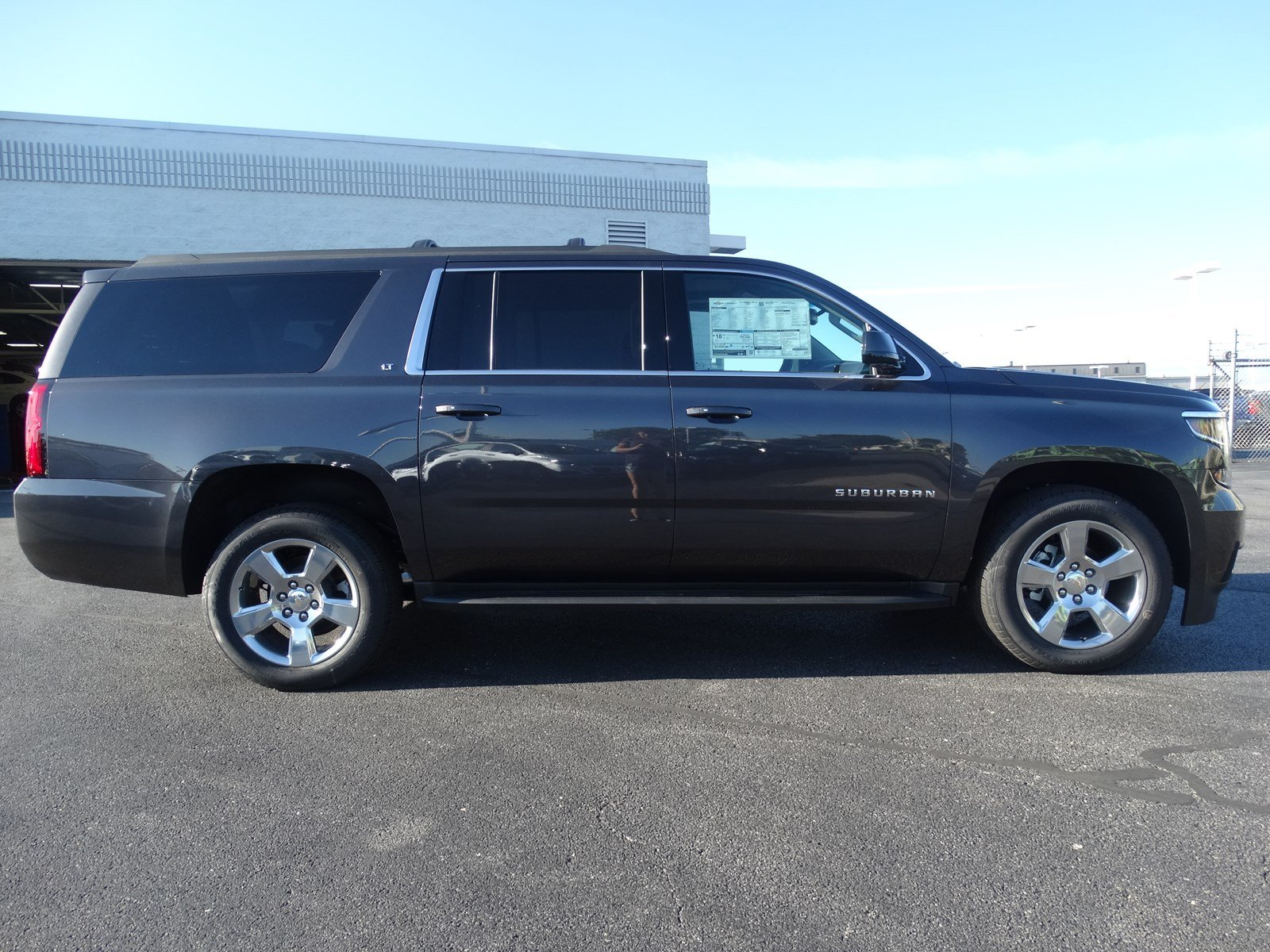 new 2017 chevrolet suburban lt sport utility in naperville t6510 chevrolet of naperville. Black Bedroom Furniture Sets. Home Design Ideas